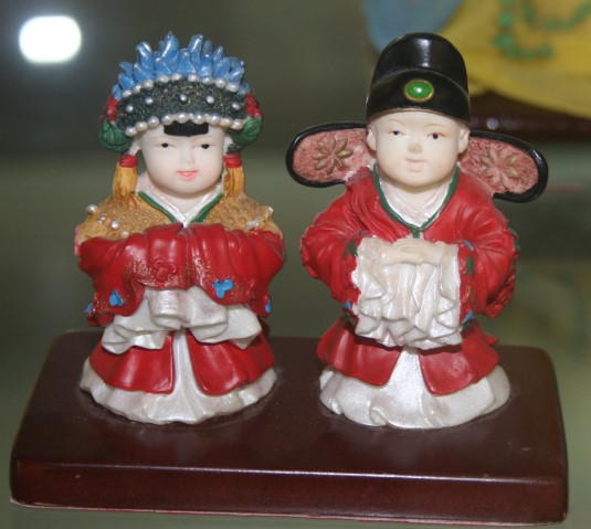 Traditional Chinese bride and groom